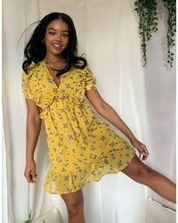 Boohoo – Gelbes Skaterkleid mit Rüschendetail und Blümchenmuster