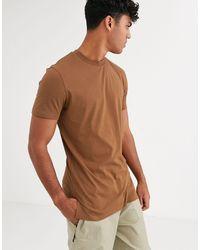 ASOS Camiseta larga con cuello redondo y aberturas laterales en marrón