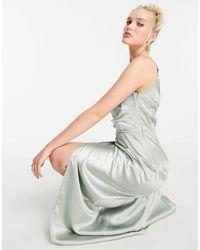 Little Mistress Шалфейно-зеленое Атласное Платье Макси На Одно Плечо С Драпировкой И Разрезом -зеленый Цвет