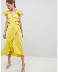 ASOS Vestido midi con volantes de satén ondulado con abertura en la parte posterior - Amarillo
