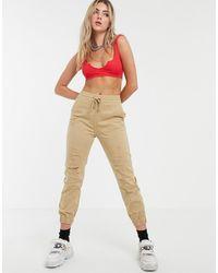 Bershka Pantaloni cargo color cuoio effetto invecchiato - Neutro