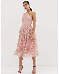 ASOS ASOS DESIGN Petite - Robe mi-longue en dentelle avec corsage coupe chasuble - Rose