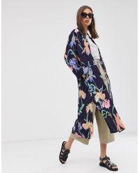 Weekday Chaqueta estilo kimono con estampado floral en azul marino