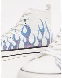 ASOS Baskets montantes d'ensemble à imprimé flammes - Blanc