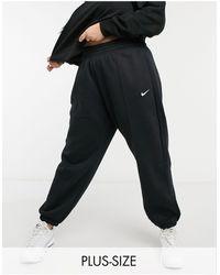 Nike - Черные Джоггеры В Стиле Oversized С Маленьким Логотипом-галочкой Plus-черный Цвет - Lyst