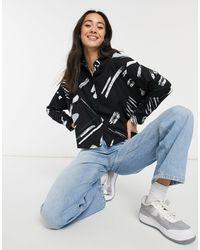ASOS Chemise courte à manches longues avec imprimé abstrait à pois - Noir et blanc