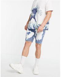 TOPMAN Shorts vaqueros con lavado medio y efecto descolorido - Azul
