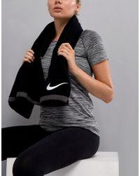 Nike Fundamental Towel In Large - Black