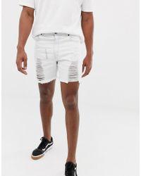 2b24c46acc04 Shorts vaqueros muy ajustados en blanco con acabado desgastado