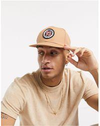 ASOS – Snapback-Cap mit Logo-Aufnäher - Natur