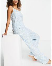 Pieces – Pyjamaset bestehend aus Camisole und Hose mit Gänseblümchenmuster - Blau