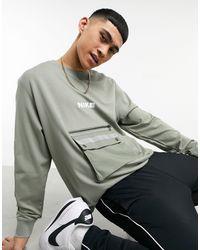 Nike – City Made Pack – Sweatshirt mit Rundhalsausschnitt - Grün