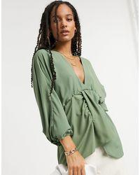 ASOS Blusa kaki con maniche a kimono voluminose e scollo a V profondo - Verde