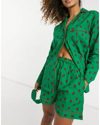 Daisy Street Pigiama con camicia a maniche lunghe, pantaloncini e mascherina da notte con stampa di coccinelle - Verde