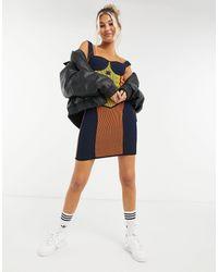 adidas Originals X Paolina Russo – Strickkleid mit Korsett-Design und Logo - Mehrfarbig