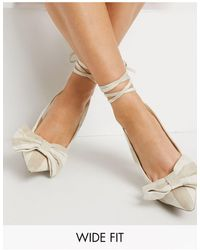 ASOS Pointure large - Chaussures à talon haut avec nœud décoratif et liens à nouer - Nude - Neutre