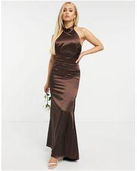 TFNC London Шоколадное Атласное Платье Макси С Халтером И Годе Bridesmaid-коричневый