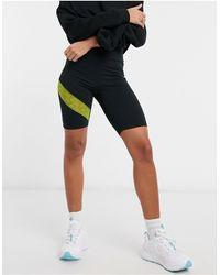 Fila Leggings cortos negros con aplicaciones