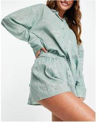 TOPSHOP Completo pigiama con camicia e pantaloncini color salvia con felci - Verde