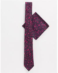 Twisted Tailor Set con cravatta rosa con stampa leopardata
