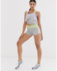 Nike Pantaloncini con incrocio grigi con fascia in vita lime - Grigio