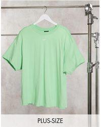 Nike Plus – Boyfriend-T-Shirt mit kleinem Swoosh-Logo - Lila