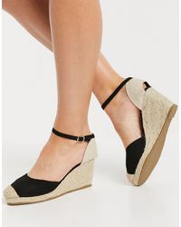 Truffle Collection Closed Toe Wedges - Black