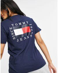Tommy Hilfiger T-shirt blu navy con logo a bandiera sul retro