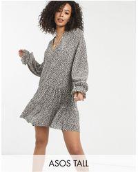 ASOS - Asos design tall - robe courte plissée à manches longues et col en v avec imprimé petites fleurs noires - crème - Lyst