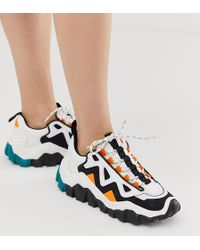 a8ee68362fdc69 Bershka - Bunte Sneaker mit Farbblockdesign und dicker Sohle - Lyst