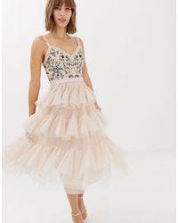Needle & Thread Robe mi-longue en tulle à volants superposés brodée - Rose