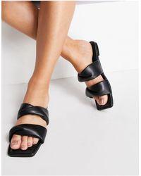 SIMMI Shoes Simmi London – Latana – Flache Sandalen mit gepolstertem Obermaterial und verdrehtem Design - Schwarz
