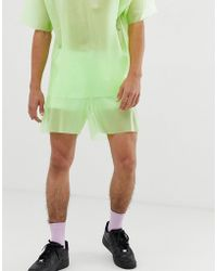 ASOS Pantalones cortos de conjunto en tejido transparente verde con corte más largo - Amarillo