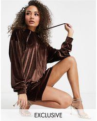 Fashionkilla Esclusiva - Vestito felpa oversize con cappuccio, tasca e mascherina - Marrone