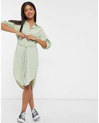 Monki Valma - Robe mi-longue à pois en tissu recyclé - Vert