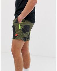 0ec577ca3b7 ASOS. Nike - Pantalones cortos de festival estampados en caqui - Lyst