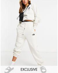 The North Face Exclusivité ASOS - - Essential - Jogger oversize - cassé - Blanc