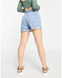 Vero Moda Short en jean avec taille haute froncée et élastiquée au dos - clair - Bleu