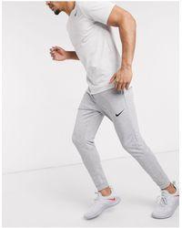Nike – Dri-Fit – Fleece-Jogginghose mit engen Bündchen - Mehrfarbig