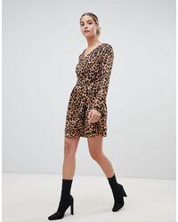 Boohoo – Minikleid mit Leopardendruck und Gürtel - Braun