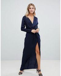 Missguided - Vestito lungo a portafoglio in raso blu navy con spacco  laterale - Lyst ff246920358