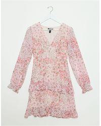 New Look Robe courte en mousseline avec volants superposés et imprimé petites fleurs - Rose