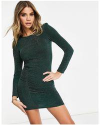 Fashionkilla Vestito corto glitterato con arricciatura sulla parte anteriore e spalle imbottite verde smeraldo