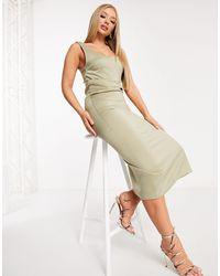 UNIQUE21 – khakifarbenes minikleid aus satin mit u-boot-ausschnitt - Grün