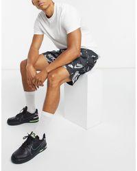 Nike Club - Short à imprimé avec logo sur l'ensemble - Noir