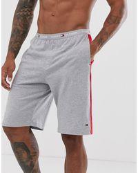 Tommy Hilfiger Lounge-Shorts mit seitlichen Streifen und Flaggenlogo in Grau