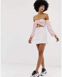 Another Reason Mini-jupe à fines rayures avec chaîne à la taille - Blanc