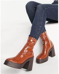 ASOS Elsie - Stivali a calza con tacco alto marrone verniciato