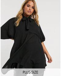 PrettyLittleThing Vestido estilo túnica vaporoso negro con detalle anudado en el cuello