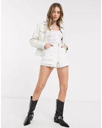TOPSHOP Pantalones vaqueros cortos Mom con detalle - Blanco